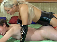 Kinky blonde female-dominator in leather gear plugs her sub