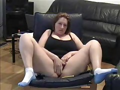 Hot Milf lets her dusty camera know that this babe hasn't lost her edge. This babe cleans off the dusty camera in this amateur web camera video and spreads her legs wide for the camera whilst this babe masturbates her large juicy pussy.