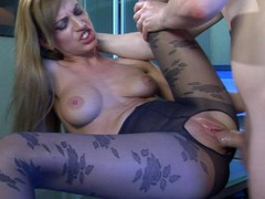 Oversexed girl in flower pattern pantyhose getting a leg over in the office